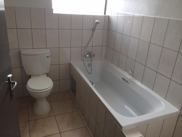 1401901487_Bathroom